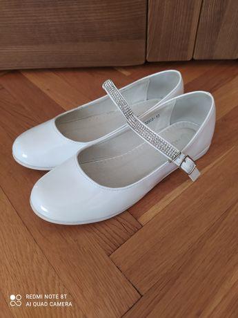Buty do komunii białe lakierowane
