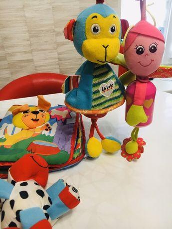 Лот, пакет, набор развивающих, подвесных игрушек и мягкая книжка