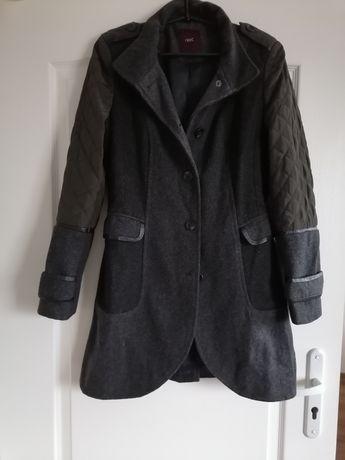 Stylowy płaszcz damski