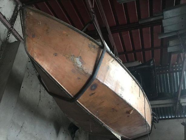 Łódka Hornet do remontu