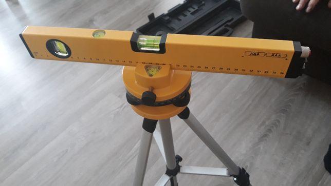 Laser obrotowy na stojaku