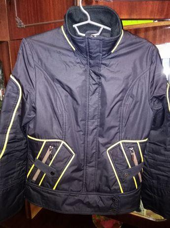 Продам куртку женскую весна/осень в отличном состоянии , размер 40 (L)