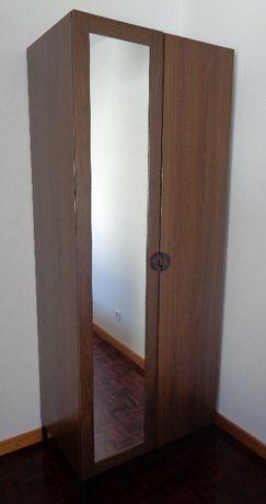 Roupeiro com duas portas