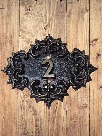 Винтаж металлический цельнолитой номер на двери