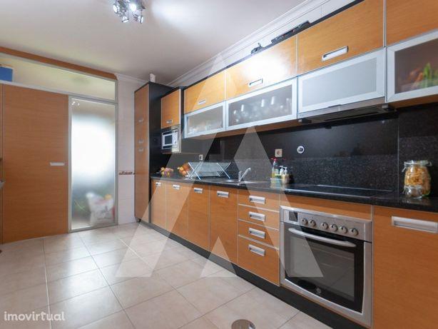 Apartamento T4 Duplex em São João da Madeira