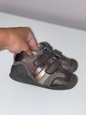 Шкіряні кросівки biomecanics