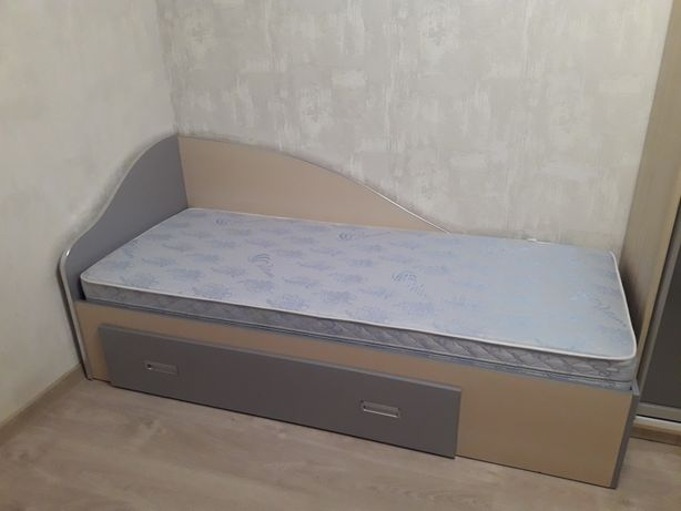 Продаю майже нове ліжко.