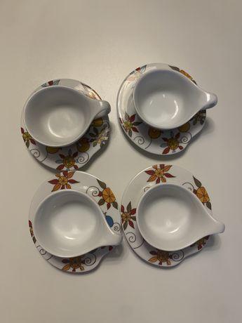Quatro chavenas de cafe