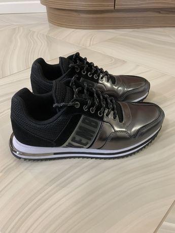 Продам кроссовки Bikkembergs 42 размера (US 9)