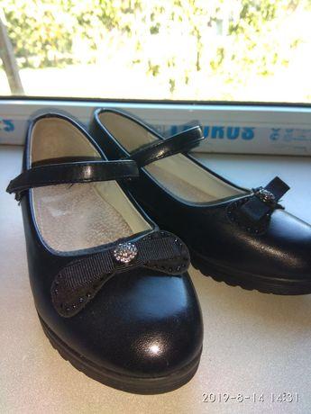 Продам туфли для школы.