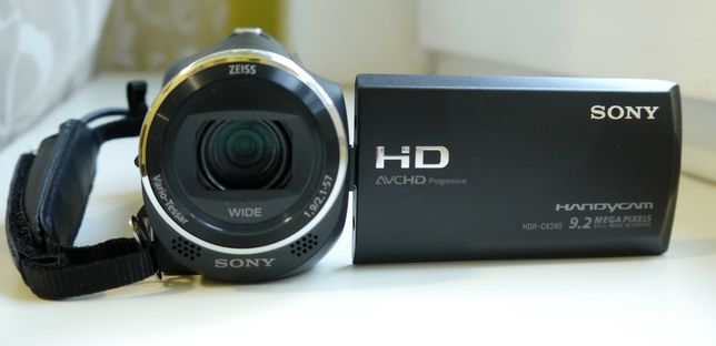 FullHd видеокамера Sony Handycam HDR CX240