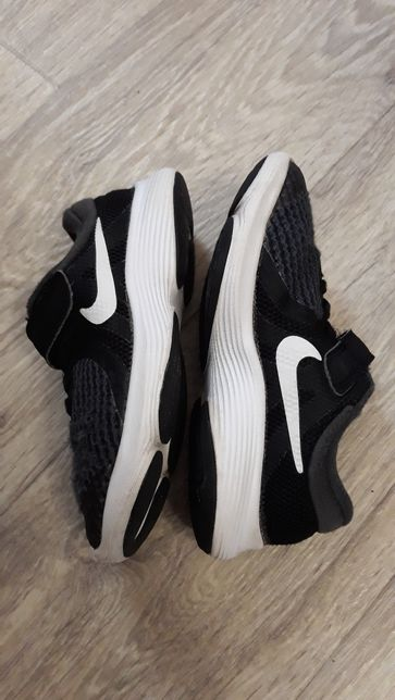 Кроссовки  Nike 27.5 размер