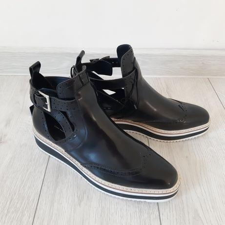 Ботинки на ремешке Zara