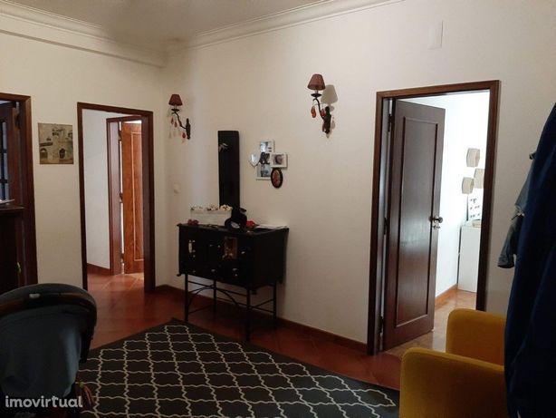 Apartamento T4 1.º andar | Elevador | Arrecadação