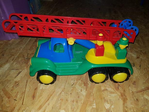 Duży wóz strażacki, auto, straz pożarna