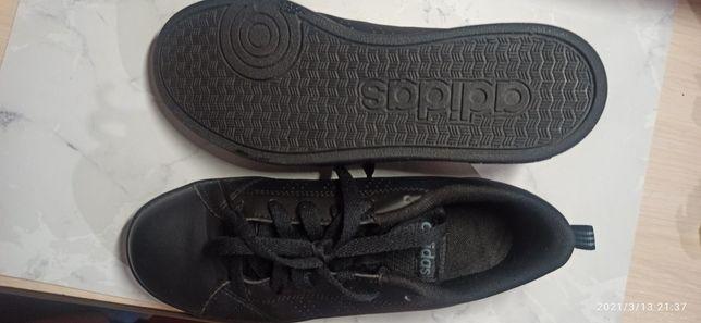Adidas кожа спортивная обувь.
