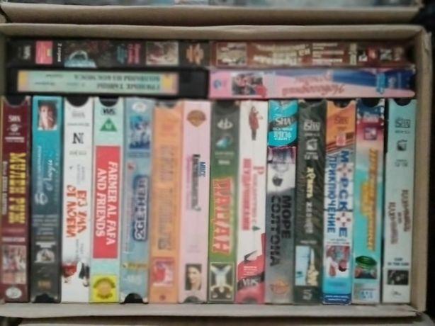 Видео кассеты, боевики и комедии