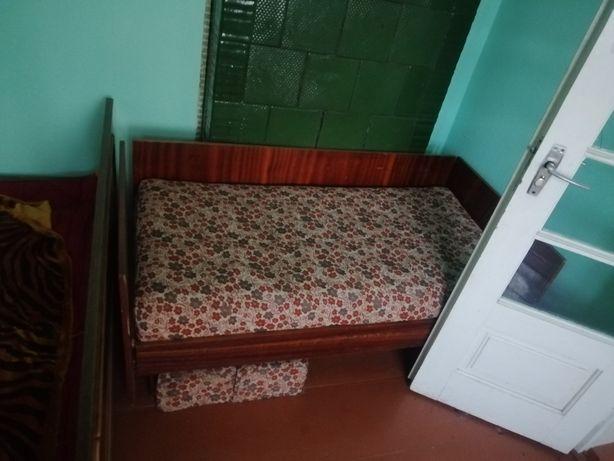 Меблі, спальня,ліжко,шафа,дитяче ліжко і тумбочки.