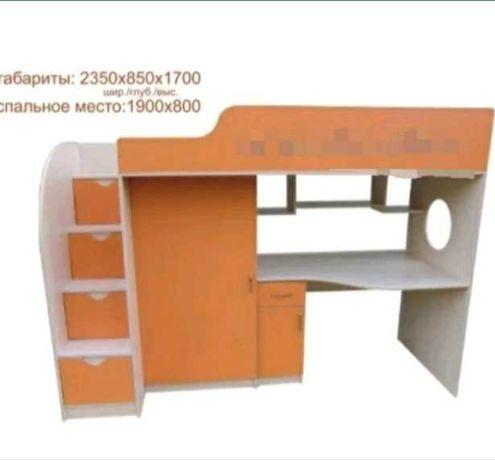 Детская кровать чердак со столом и шкафом