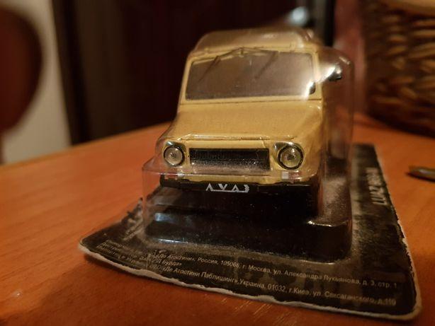 Машинка колекционная