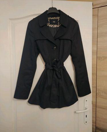 Wiosenny płaszczyk F&F M 38 czarny wiazany