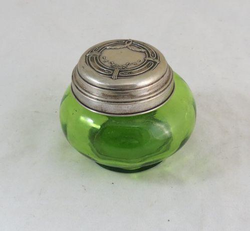 Caixa em vidro com tampa em Prata; Marcada como é mostrado; Altura 7cm