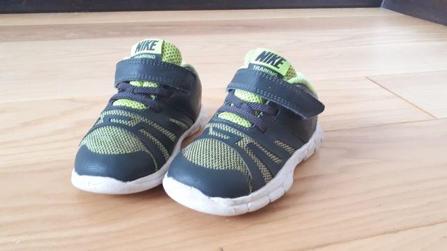 Buty, buciki Nike 23,5