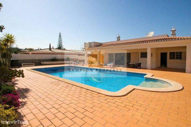 Excelente moradia isolada com 4 quartos, garagem e piscina aquecida pa