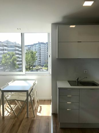 Apartamento T1, remodelado, em Carnaxide + Despesas incluídas