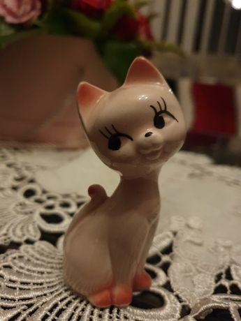 Porcelanowy różowy kotek - figurka porcelanowa na prezent, ozdoba