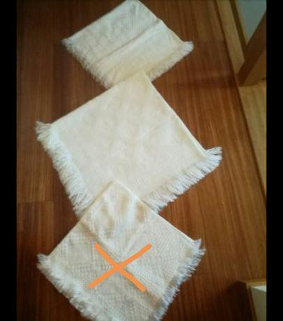 Mantas/ xailes brancas
