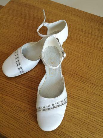 Buty, pantofle białe, komunia, okazja