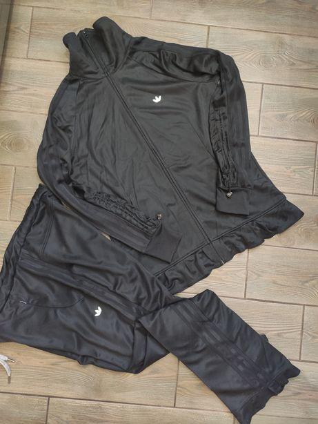 Спортивный костюм Adidas оригинал 46размер в отличном состоянии