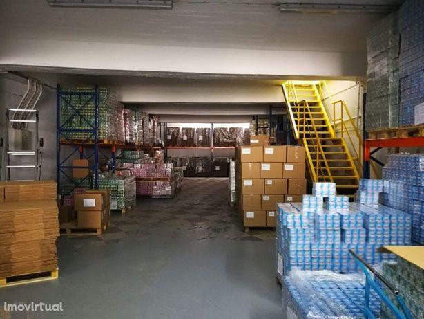 Armazém/Garagem com 1.400m2 na zona de Almada/Cova da Pie...