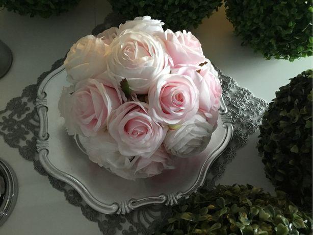 Kula ozdobna z kwiatow-roże
