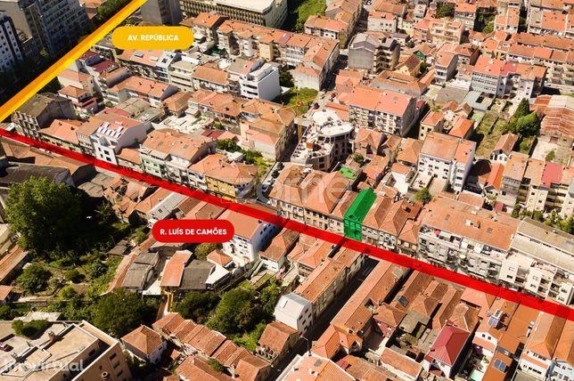 Prédio para reabilitação na Rua Luís de Camões, Vila Nova de Gaia