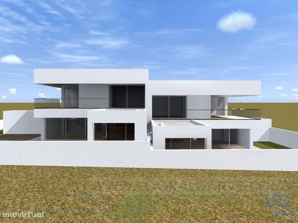 Moradia - 240 m² - T4