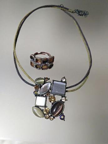 Набор украшений: подвеска с камнями на кожаном шнурке и кольцо