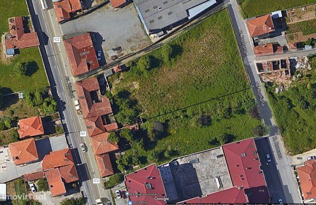 Terreno com excelente localização e possibilidade de restaurar moradia
