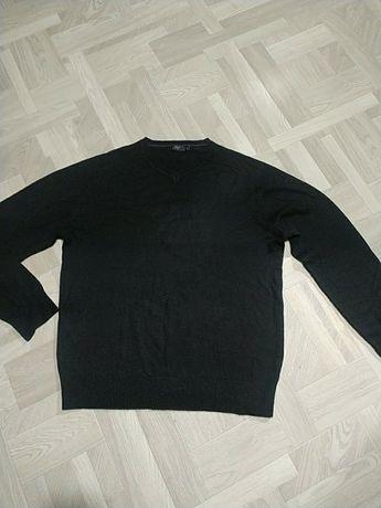 Мужской свитер черного цвета