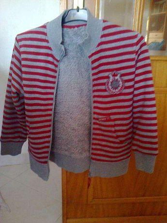 casaco às riscas vermelhas/cinza com pelo no interior