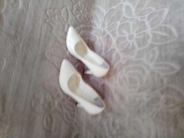 Eleganckie białe buty