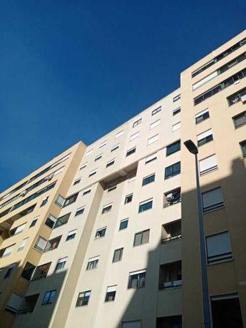Apartamento T3 no Infantado com BOX e VISTA para Leziria