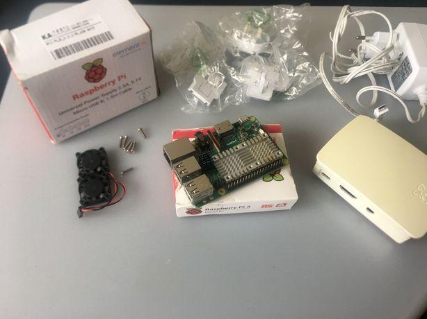 Raspberry Pi 3 Model B+ z oryginalnymi akcesoriami