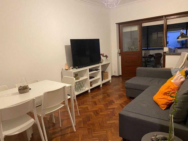 Excelente Apartamento T2 Mobiliado - Carcavelos/Parede