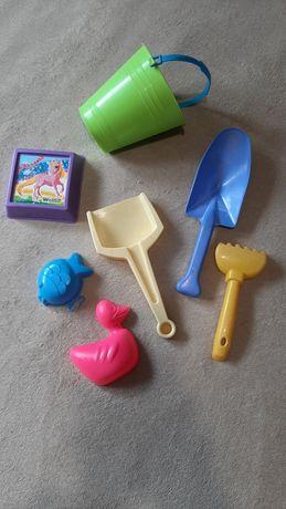 Foremki, grabki, łopatki, wiaderko, zabawki do piaskownicy, piasku