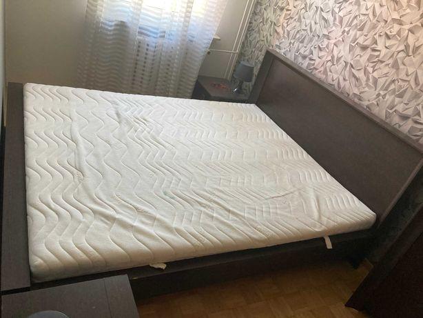 Sprzedam łóżko z materacem, 2 szafkami nocnymi oraz komodą