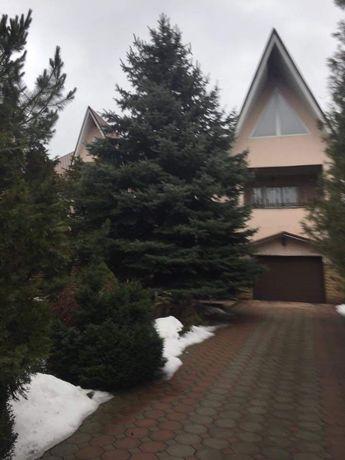 Дом в окружении сосен