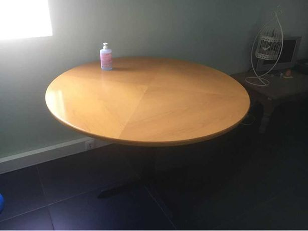 Duas mesas de centro redondas
