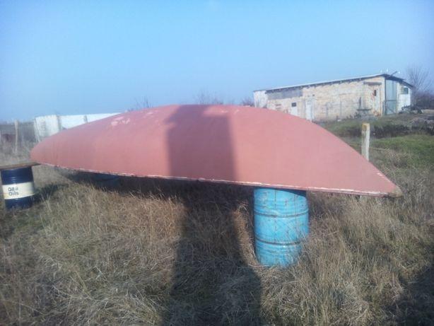 яхта солинг готовилась под тримаран